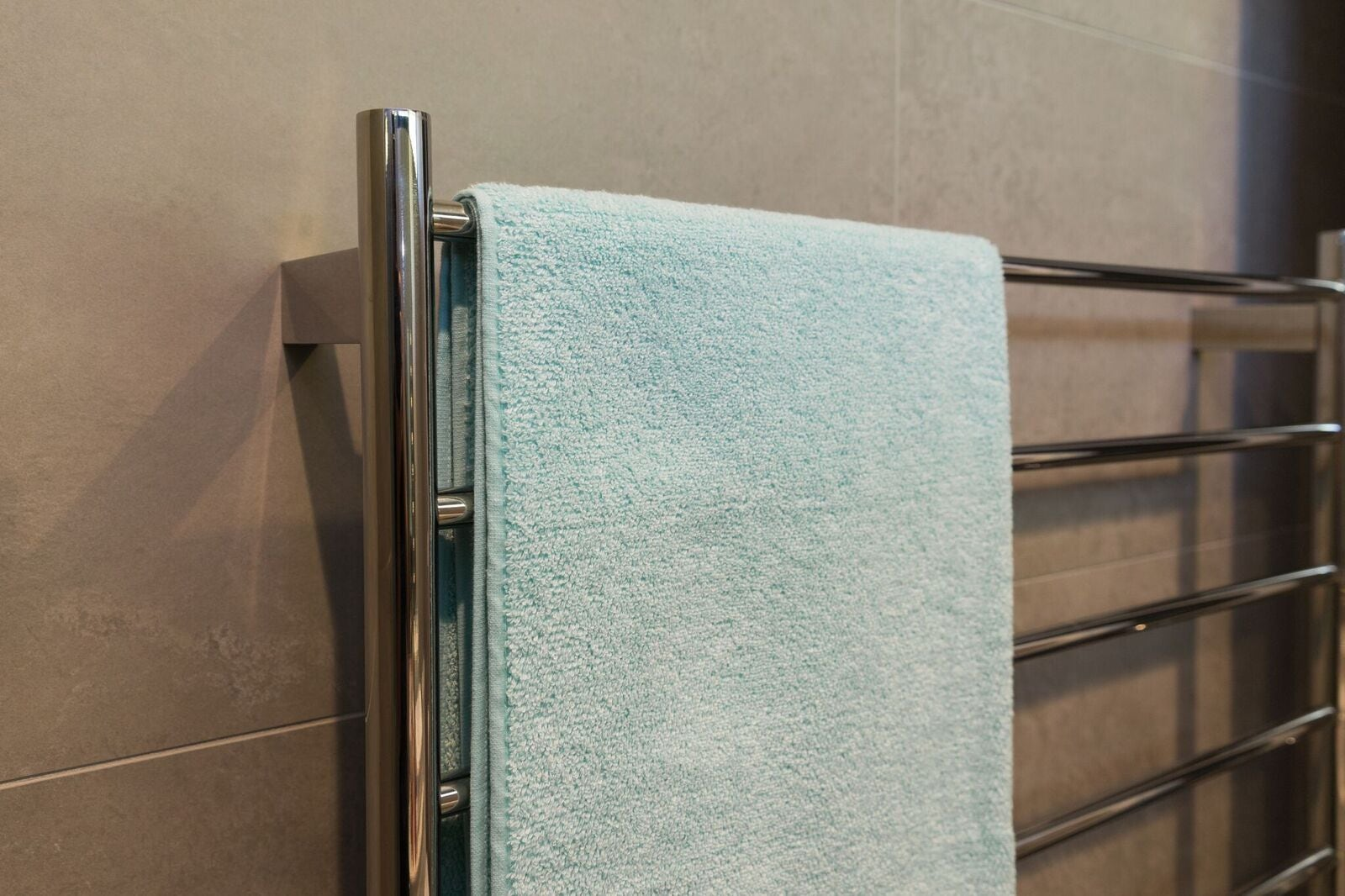 stainless-steel-round-tube-heated-towel-rail-zoom-in